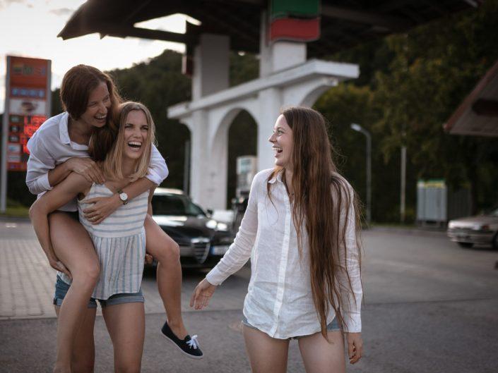 Trys sesės